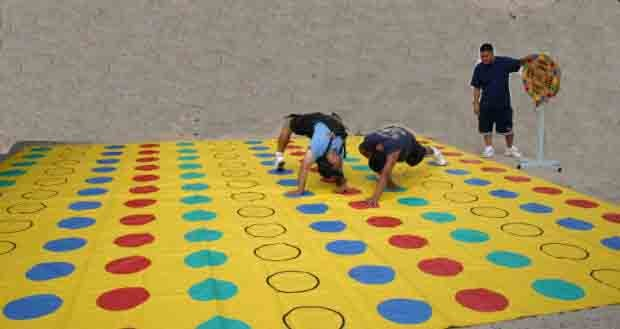 PICNIC - Giant Twister
